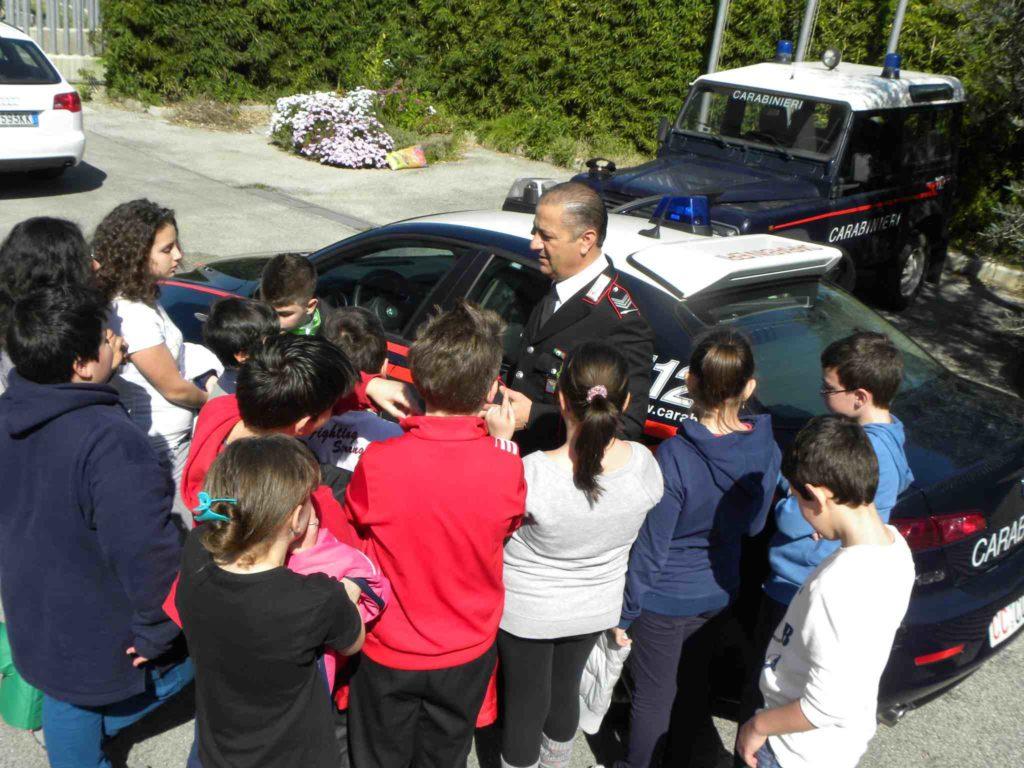 carabinieri e bambini