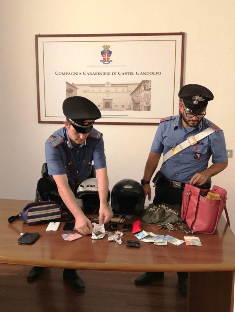 Castel Gandolfo, su uno scooter rubato seminano il panico ai Castelli Romani mettendo a segno due scippi in pochi minuti. Arrestati dai Carabinieri.