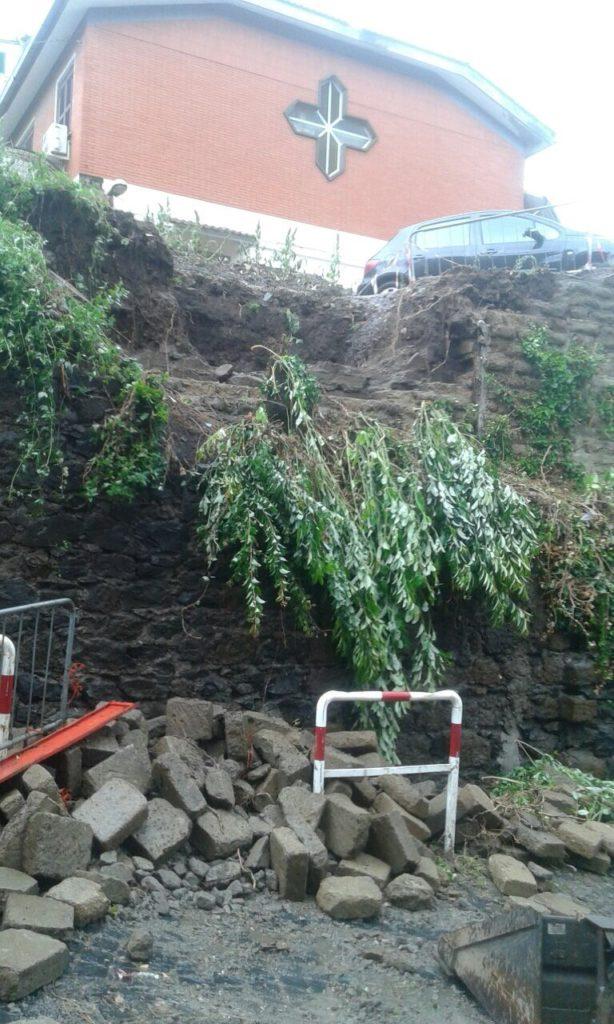 Monte Compatri, Crolla la parte superiore del muro di Via Campogillaro