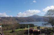 Lago di Castel Gandolfo: cadono delle pietre
