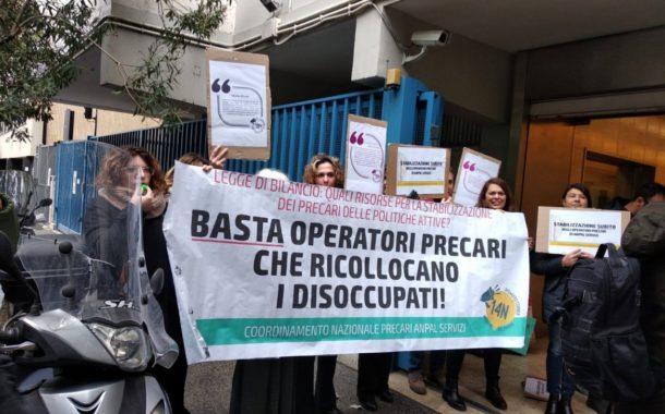Lavoro gratuito per gli enti locali e norme anti-divano: parte (forse) ad aprile il sussidio temporaneo a 5 Stelle