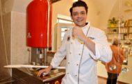 Matteo Grizi, produttore del gelato con una nuova macchina Verticale